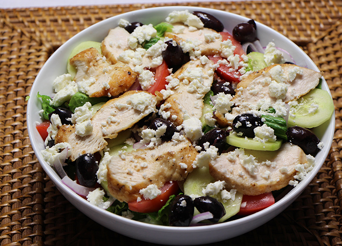 SA1 Greek salad with chicken